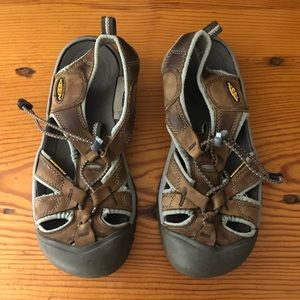 Keen✨Waterproof Closed Toe Sandals Size 8 Brown